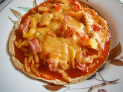 homemade-tortilla-pizza