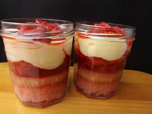 trifle-in-a-jar