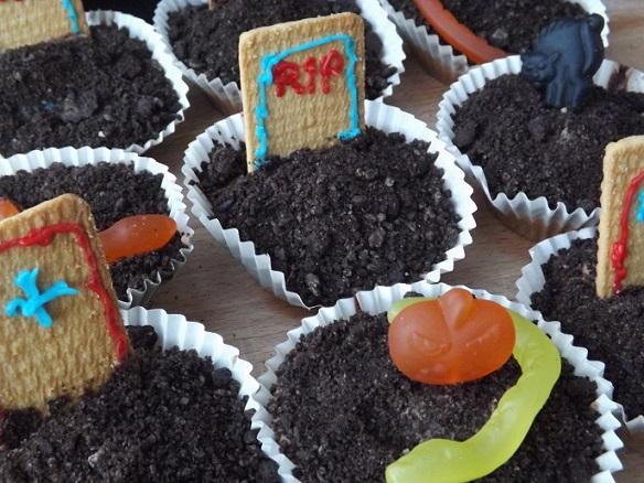 graveyard-cupcakes