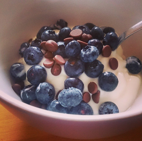 chocolate-blueberries-yogurt