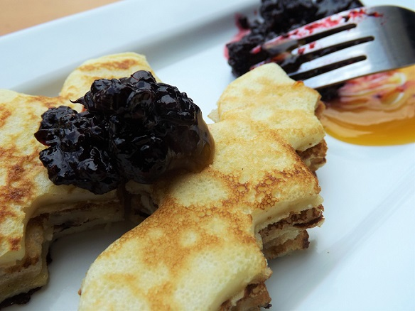 pancakes-with-compote