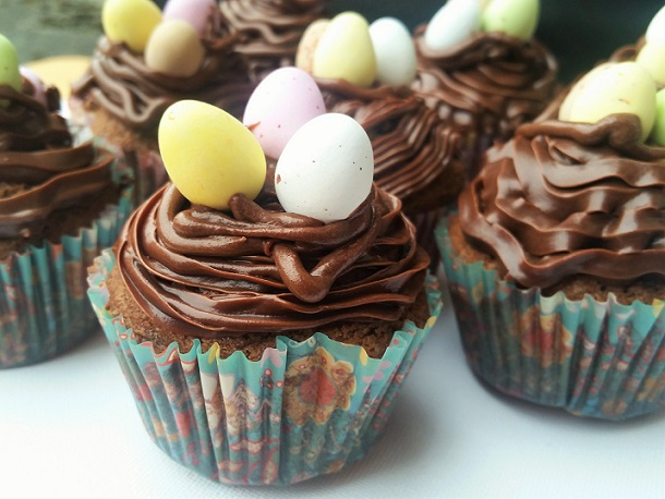 mini-egg-cupcakes