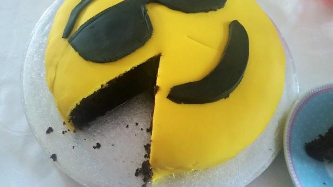 emoji-cake