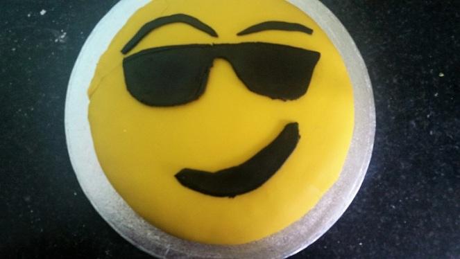 yellow-emoji-cake