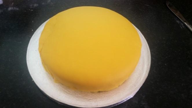 yellow-fondant-cake